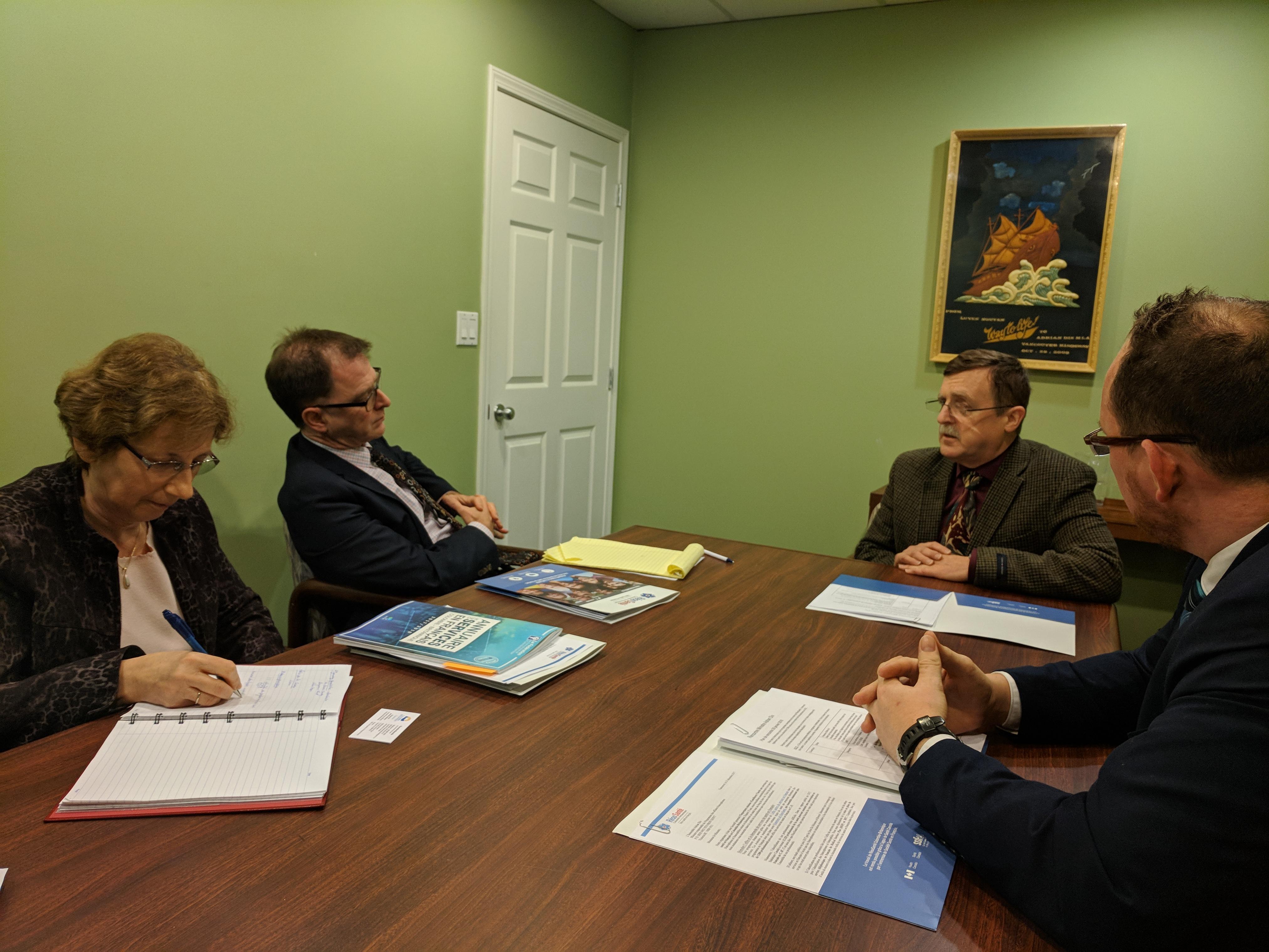 Le ministre Adrian Dix rencontre les représentants de RésoSanté.